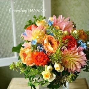 退職される方に贈るダリア「ムーンワルツ」を使った花束。