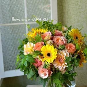 退職される方に贈るビタミンカラーの花束。