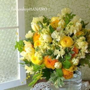 チューリップ「アンテクティカフレーム」を使った花束。