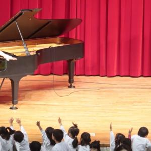 ホールで親子観劇!ピアノを使った観劇会イベント。