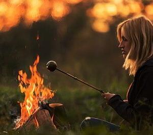 若い女のソロキャンプ流行ってるけどさ…