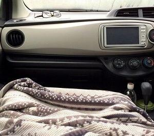 道の駅で車中泊してたら他の車のアイドリングの音がうるさくて寝られない問題お前らどうしてるの?