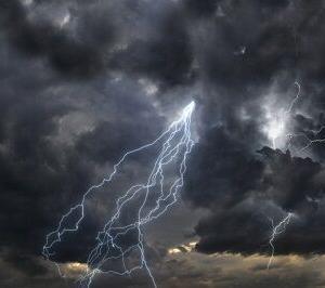 【事故】キャンプ場で雨 白樺の木の下で雨宿りをしていた男性に雷【北海道】