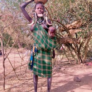 南部エチオピアのハイライト、ムルシ族の村へ