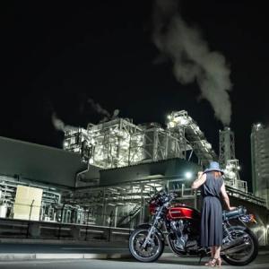 CB1100 バイク女子と工場夜景