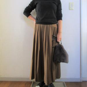 お気に入り!GUロングサテンスカート