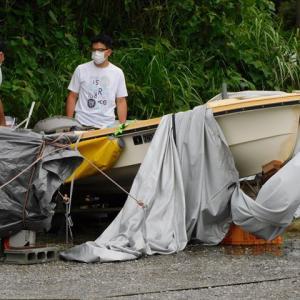 陸揚げの小型ボートは、排水栓を開けておいてください。