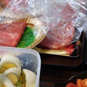 雨だけど、肉、肉、肉♪ 事務所内BBQ大会~!