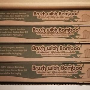 愛用中の竹の歯ブラシと固形シャンプー