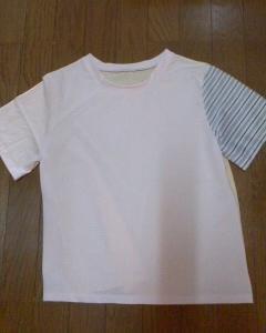 ロックの練習で、半袖カットソーを縫いました