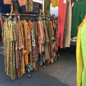 メルカート(市場)で長女と買い物