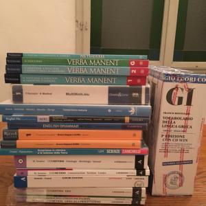 イタリア、高校と小学校の教科書
