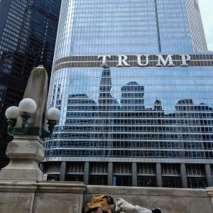 シカゴ 都市のスナップ写真 その6 TRUMP or TRAMP ?
