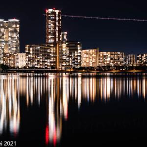 博多湾情景 アイランドシティ夜景 2021年5月 飛行機の光跡