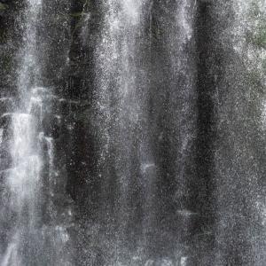 大分県 天ケ瀬町 桜滝 高さのある美しい滝