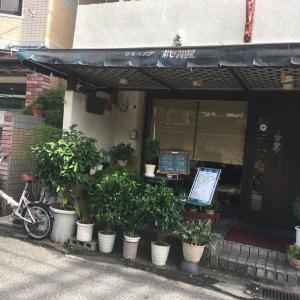 おいしい大人のオムライス★サラダ・ドリンクつき850円[岡本・机の部屋]