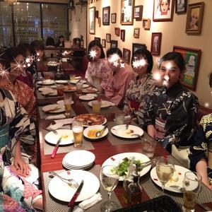 フレンチレストランに、コルクのリースの手作りギフト【アーティフィシャルフラワー】
