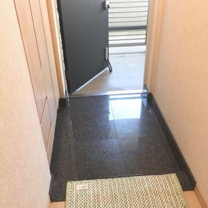 台風の後、ベランダと玄関周りの掃除でスッキリ