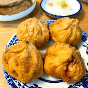 胡盛興麺館で緊酵饅頭を食べ比べる