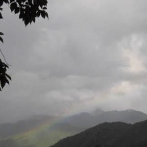 雨雲の上は いつも晴れ