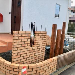 【床暖房】初稼働 【外構】門柱と人工芝