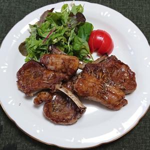 バルサミコ酢風味の骨付きラム肉のソテー