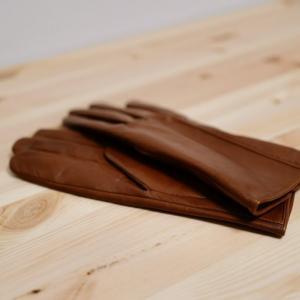 明るいブラウンの手袋を購入。丁寧に長く使っていきたい。