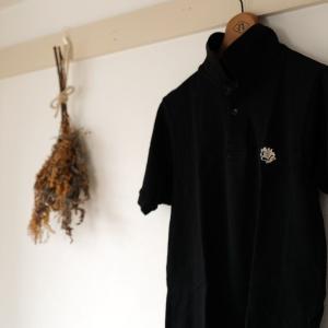 1枚あれば重宝する、黒のポロシャツ。シンプルにシャープに。
