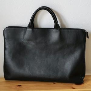 TRIONのブリーフケース(黒)をリリース。薄い鞄を手放した理由。