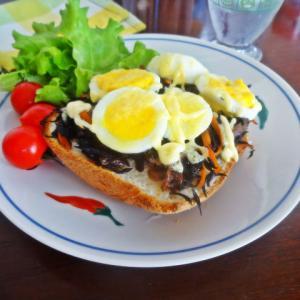 ゆで卵とひじき煮のタマパン