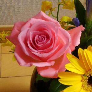★お茶の時間★5月には薔薇のお菓子
