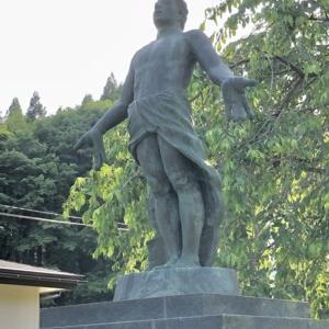 平和祈念像(九戸神社)