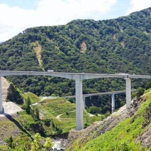 【大人の夏休み・その1】寄り道で壮大に・新阿蘇大橋を渡る