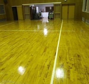 体育館の床が新しくなりました