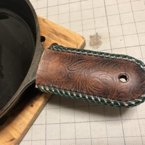 手作り スキレット手持ちカバーの薪
