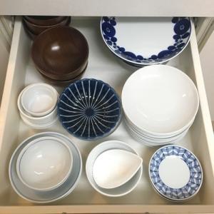 わが家の食器の、9割5分を収めている引き出し