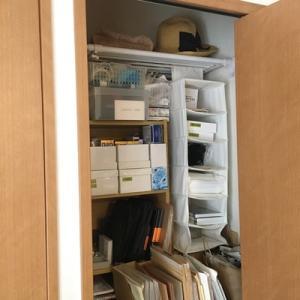 今あるスペースに簡単に収納場所を増やす方法。クローゼットに突っ張り棚をプラス