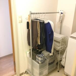 すぐ洗わない服はどこに仕舞う?「とりあえず置き場」、あると便利です。