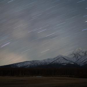 Z24-70mm f2.8で撮る残雪の斜里岳と天の川