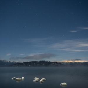 白鳥の眠る湖でしぶんぎ座流星群を撮る
