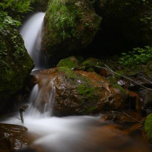 夏の斜里岳で滝と渓流を撮る