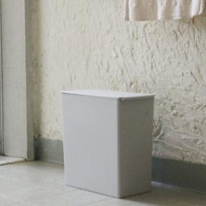 ★洗面所にピッタリ!ビニール袋がセット出来るコンパクトゴミ箱