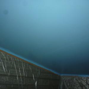 コーキング完了して軒天塗装開始!