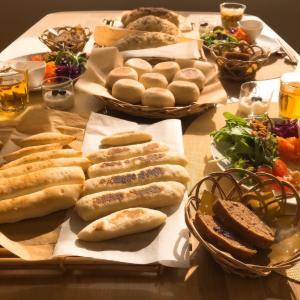 おうちパン講座☆ミルクスティックパン、ドデカフォカッチャ、基本のフライパンパン