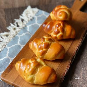 可愛いパン成形のブレイドロールパン