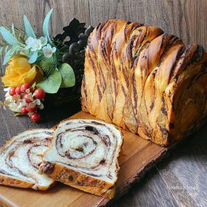 チョコレートたっぷりな変わり成形折り込み食パン