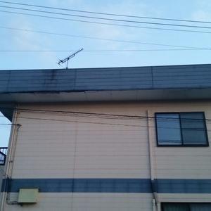 台風18号の影響で向かいのアパートから軒天が飛んできた!!
