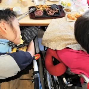 車椅子2台つれて外食をする難しさ