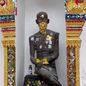バンコク『ワットディードゥアット』謎の像がある小さな寺院