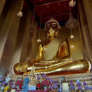 15mの巨大仏像『ワットカンラヤーナミット』ワットアルンと一緒に見ると良いです